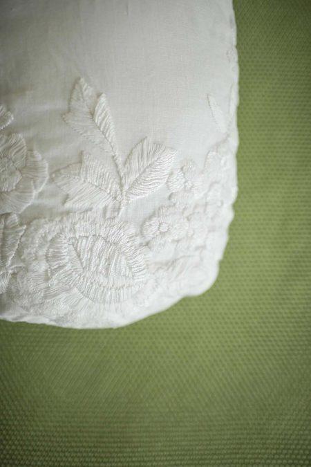 Camera EDEN, dettaglio di un cuscino